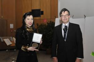 Prof. Chulabhorn Mahidol with Prof. Lutz F. Tietze receiving the Windhaus Medal (from