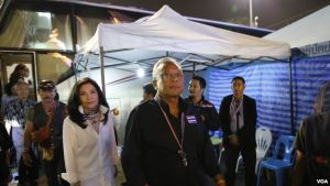 Suthep and wife