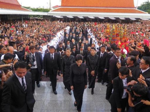 Yingluck at funeral